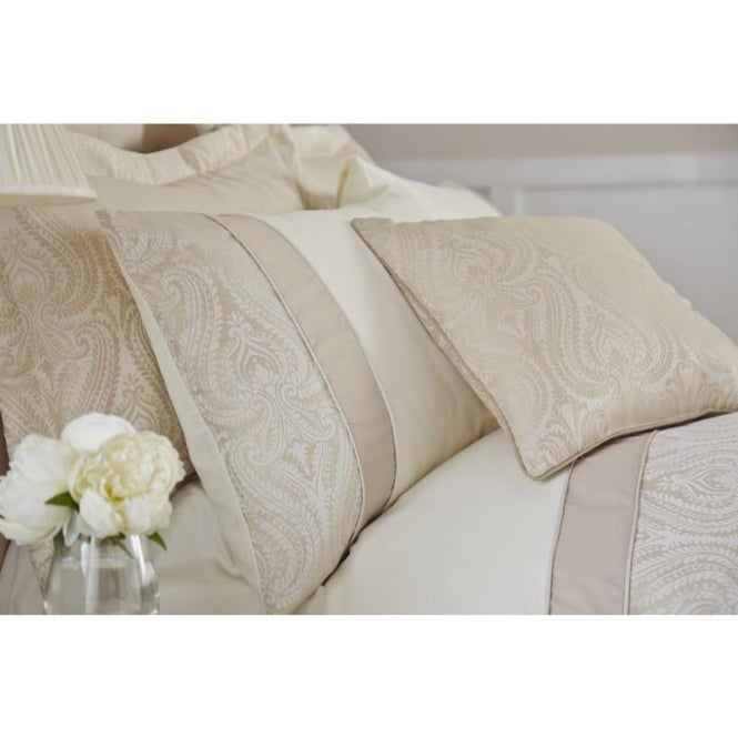 Catherine Lansfield Ornate Jacquard Cushion Cover in Cream