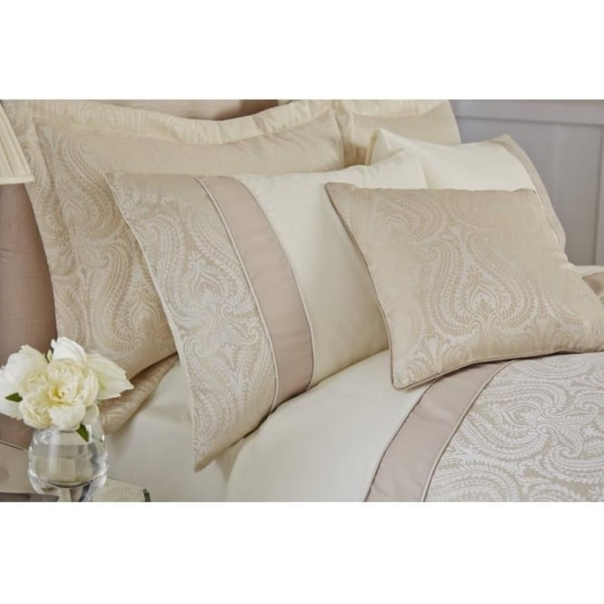 Catherine Lansfield Ornate Jacquard Oxford Pillowcases in Cream
