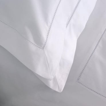 1 only Laura Oxford Pillowcase Percale Polycotton 180 Thread Count