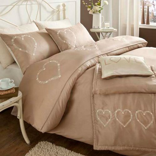 Catherine lansfield decorative heart bed set in gold for Decorative bed covers