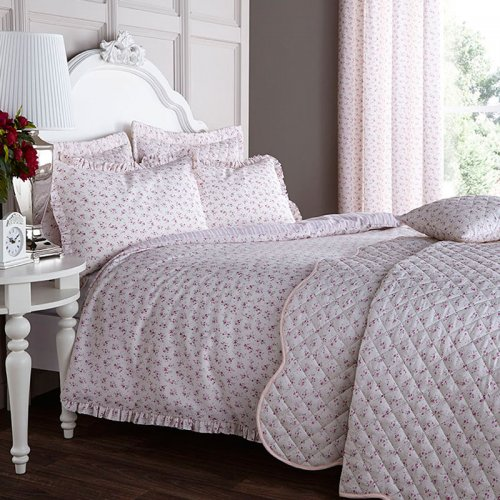 Catherine Lansfield Ditsy Bed Set In Pink Duvet Sets